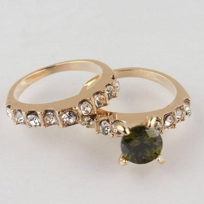 Dvigubas žiedas su žalia akute