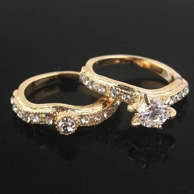 Dvigubas žiedas su sidabro spalvos akutėmis